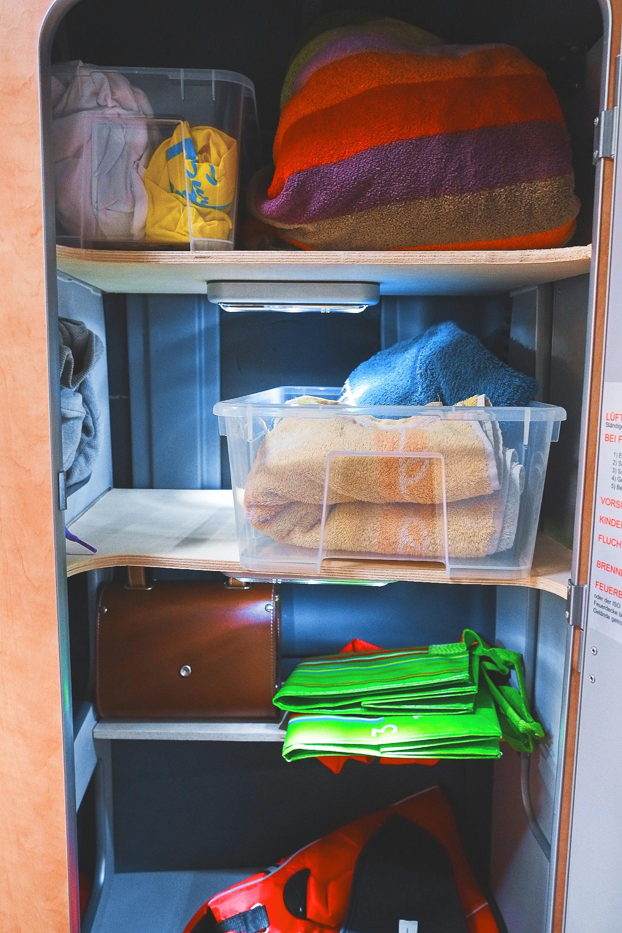 Bretter für den Kleiderschrank